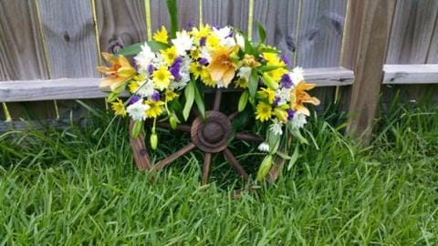 Finished Wagon Wheel Wreath