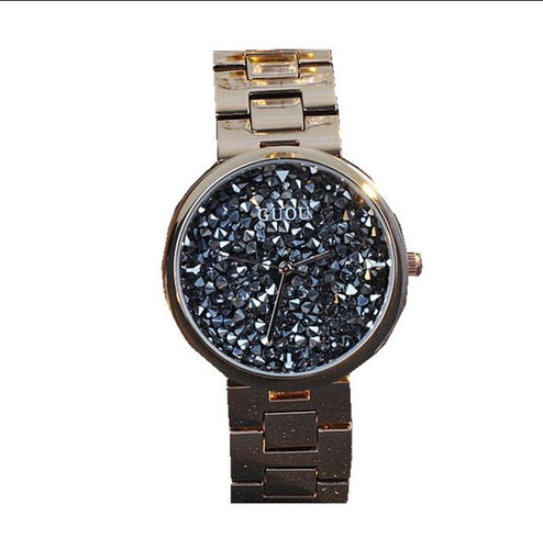 Montre de luxe avec diamants brillants