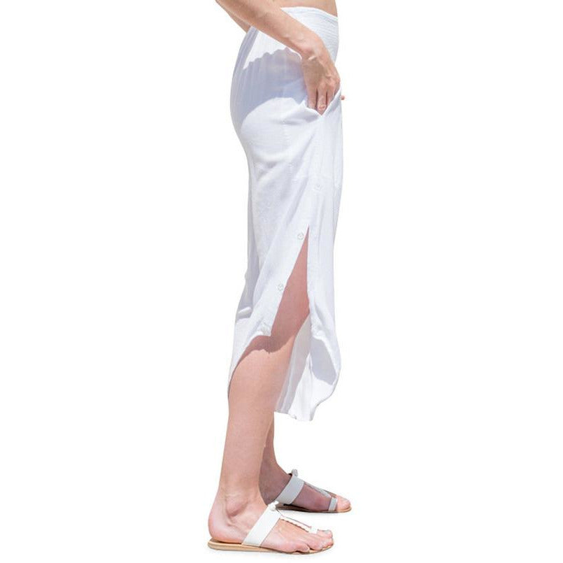 White Capri pants with pockets. Side view.
