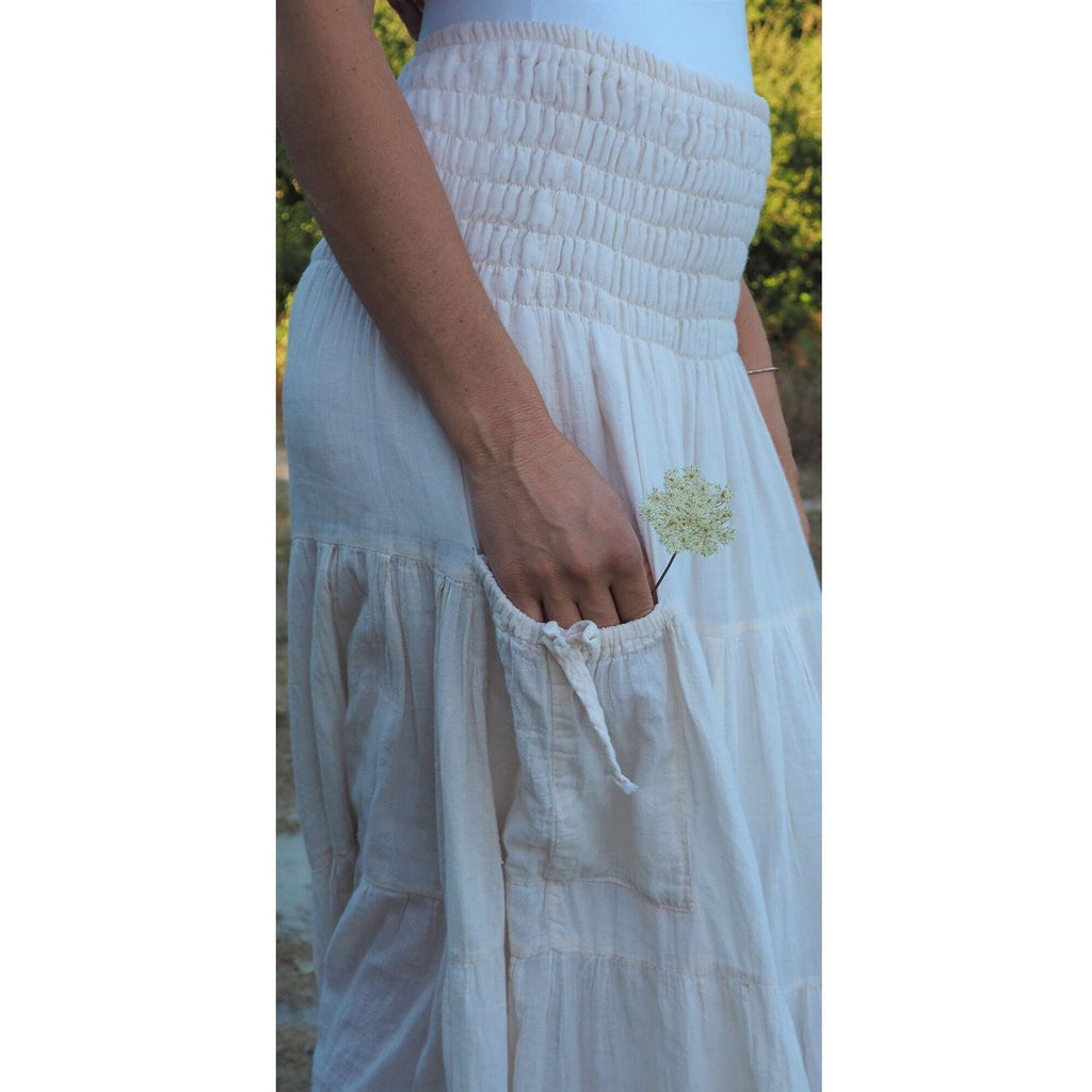 White Maxi Skirt with pockets. Side view of pocket