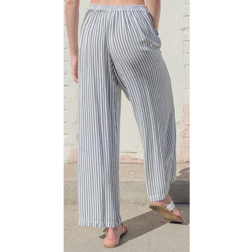 Striped wide leg pant. Back view.
