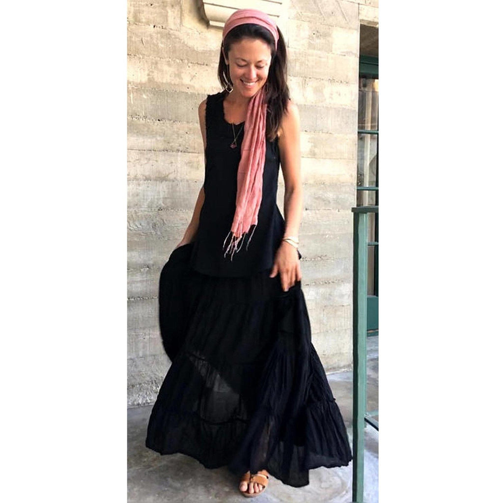 Black Maxi Skirt with pockets on woman