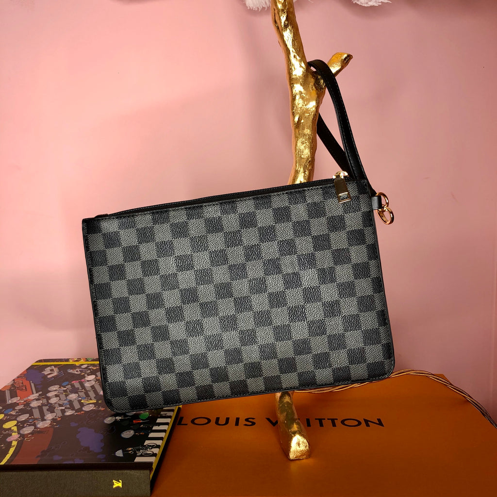 BLACK CHECK CLUTCH POUCH