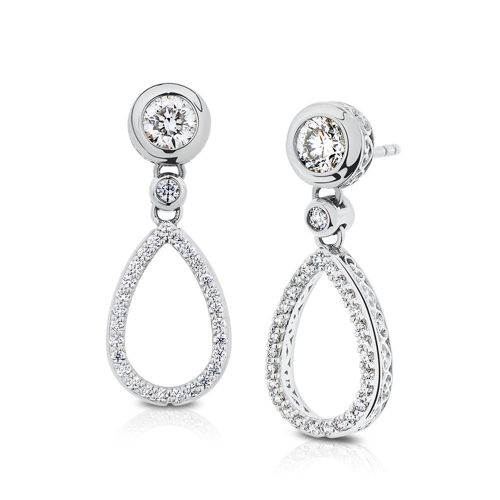 Classique Diamond Dangle Earrings in 18K Gold