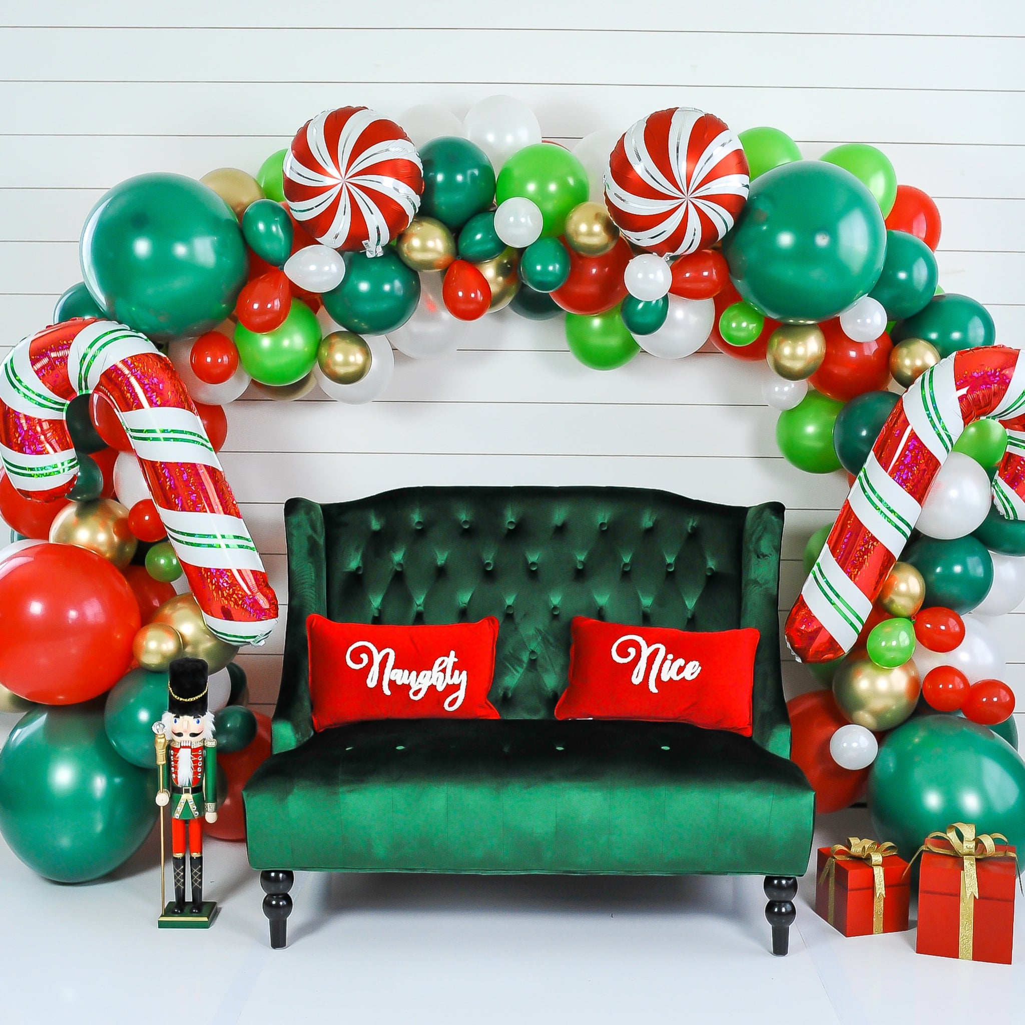 DIY Christmas Balloon Garland
