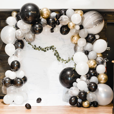 DIY NYE Balloon Garland