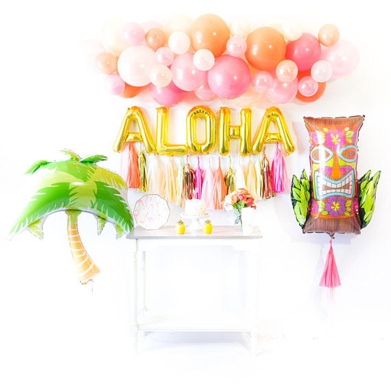 DIY Tropical Flamingo Balloon Garland