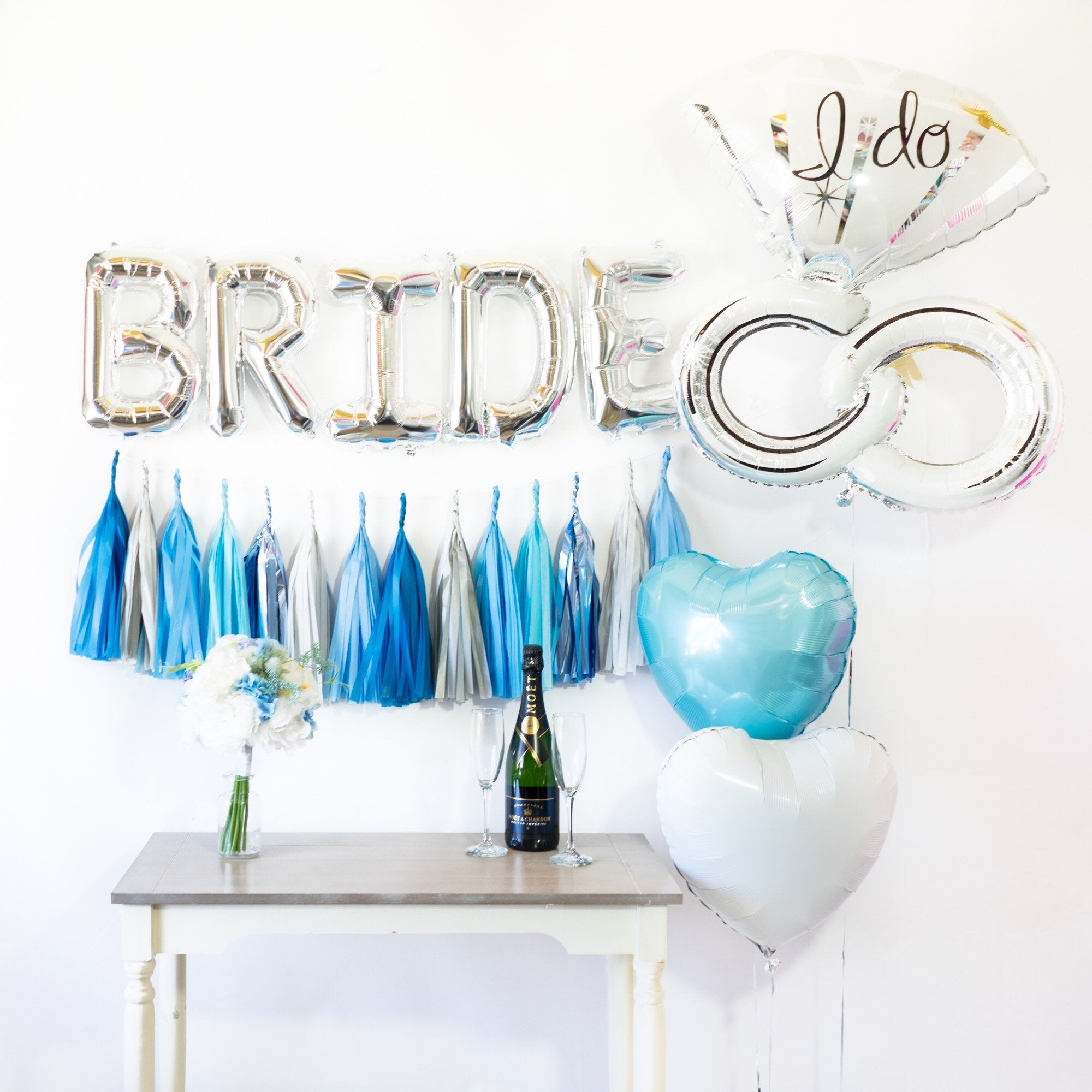 "Bride Balloon Banner ""I do"" Party Box"