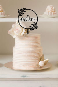 Cake Topper - Round Wreath With Cursive Initials