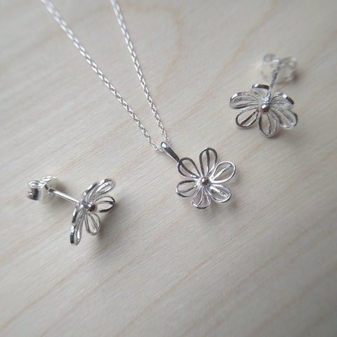 Pretty daisy necklace & matching stud earrings in sterling silver with gold plated central detail