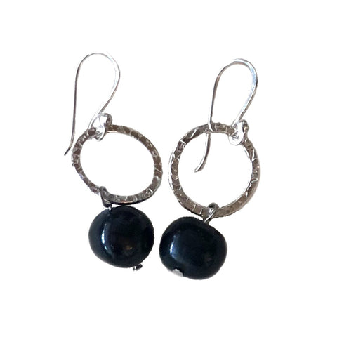 Sterling silver drop pearl earrings on a hook with a hammered finish and anthracite coloured pearls on a white background