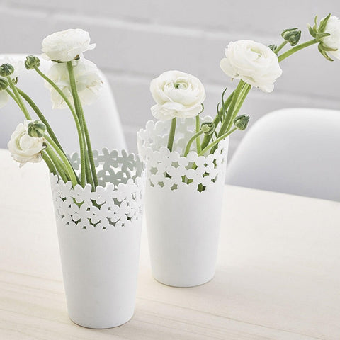 Delicate porcelain vases by räder in Blossom & Circles patterns with flowers