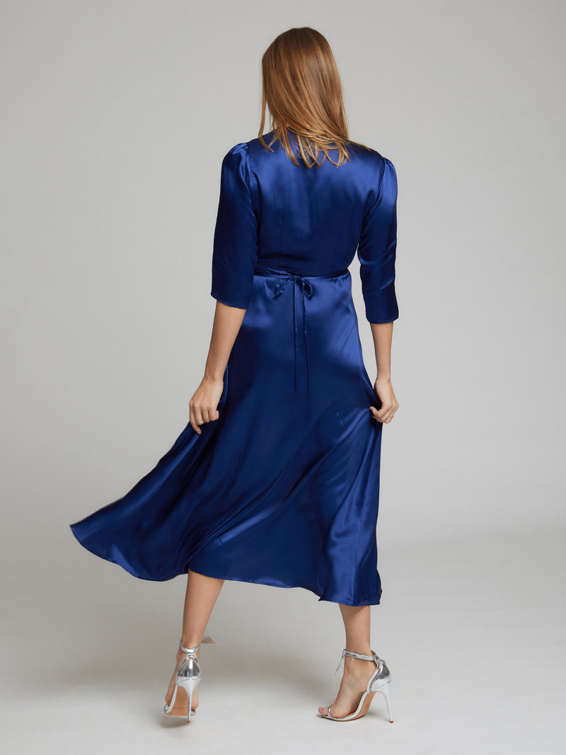 The rear view of the Diana midi silk dress in blue worn by Heloise Agostinelli