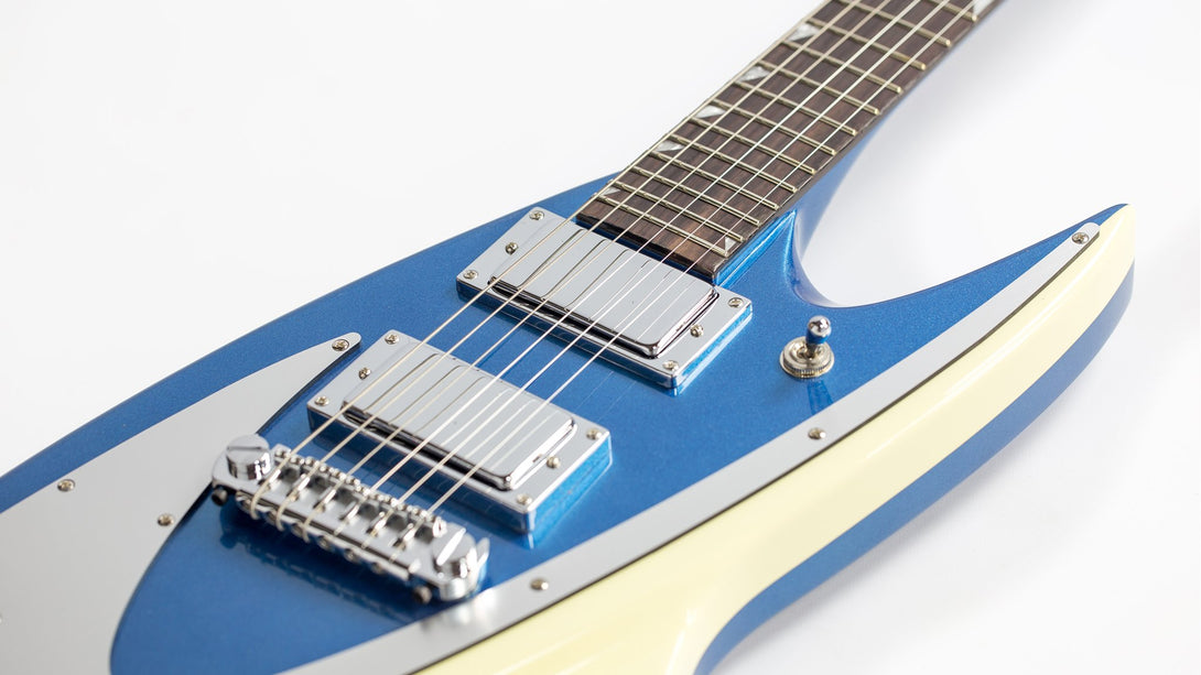 Eastwood Guitars Backlund 400 Metallic Blue Closeup
