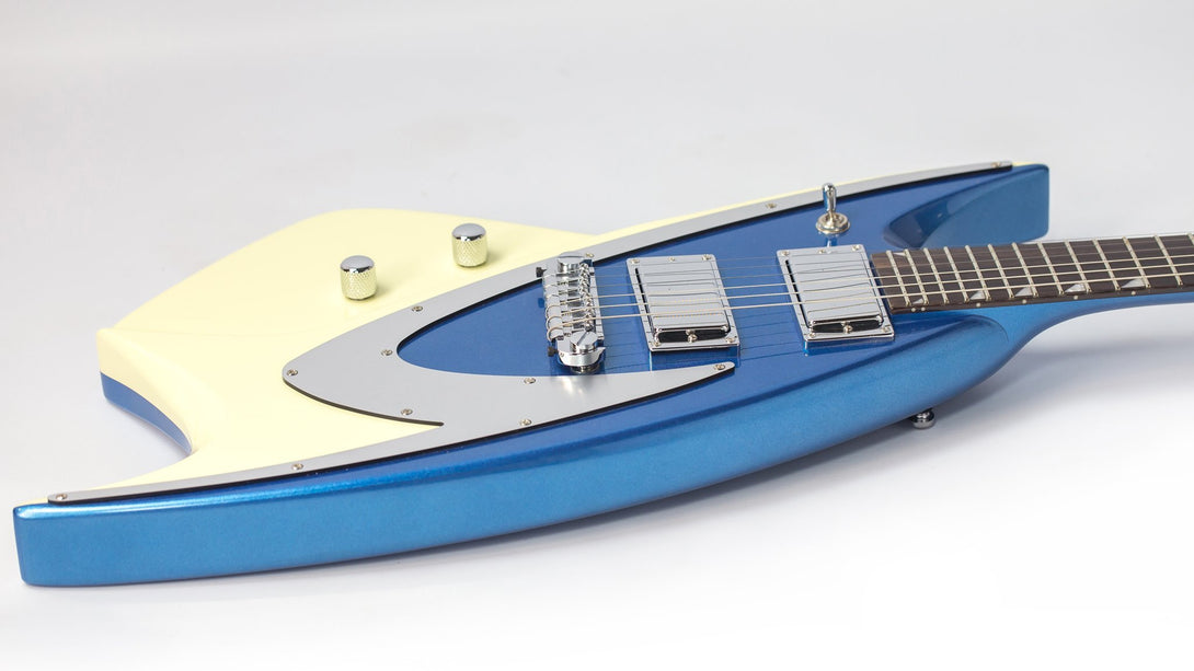 Eastwood Guitars Backlund 400 Metallic Blue LH Player POV