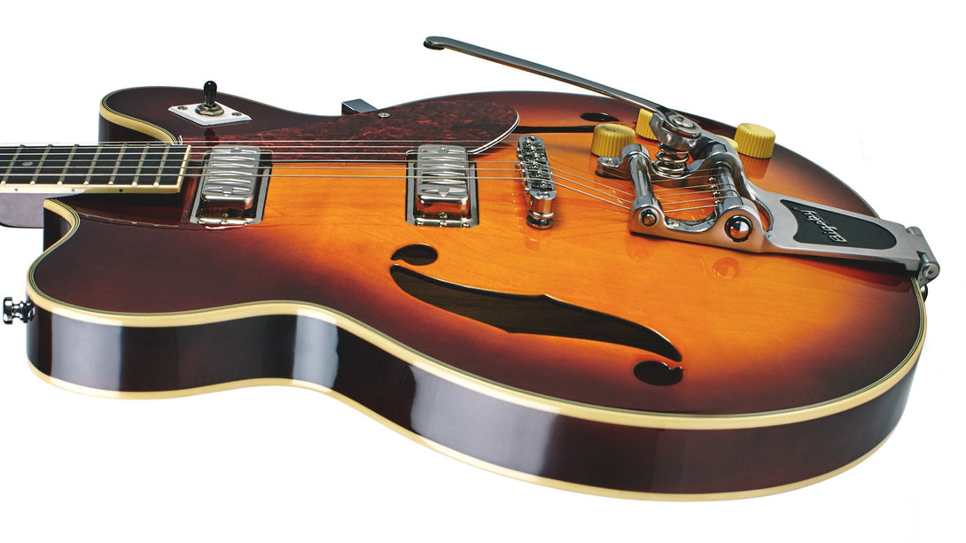Eastwood Guitars Airline H74 DLX Honeyburst Player POV