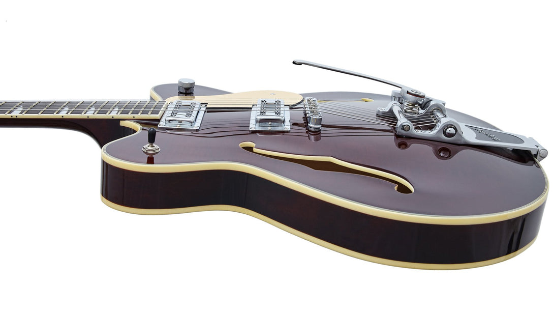 Eastwood Guitars Classic 6 DLX Walnut Player POV