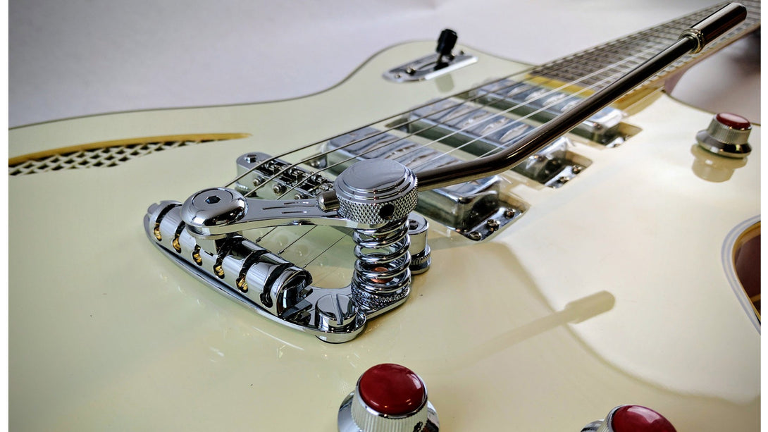 Eastwood Guitars Bill Nelson Astroluxe Cadet DLX Vintage Cream and Fiesta Red Player POV