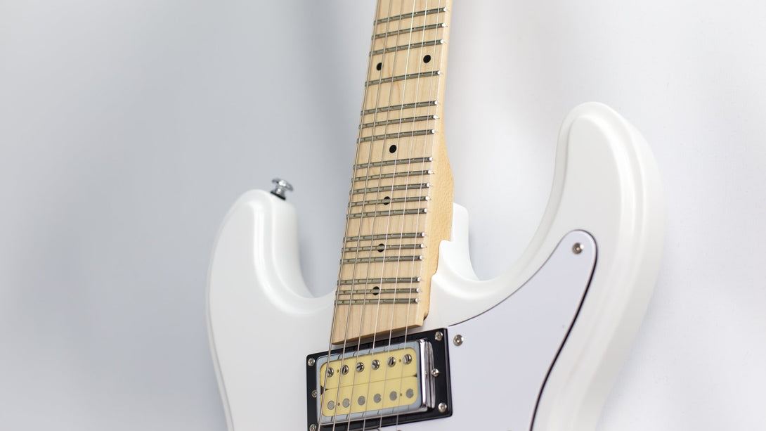 Eastwood Guitars Hi Flyer Phase IV MT White Player POV