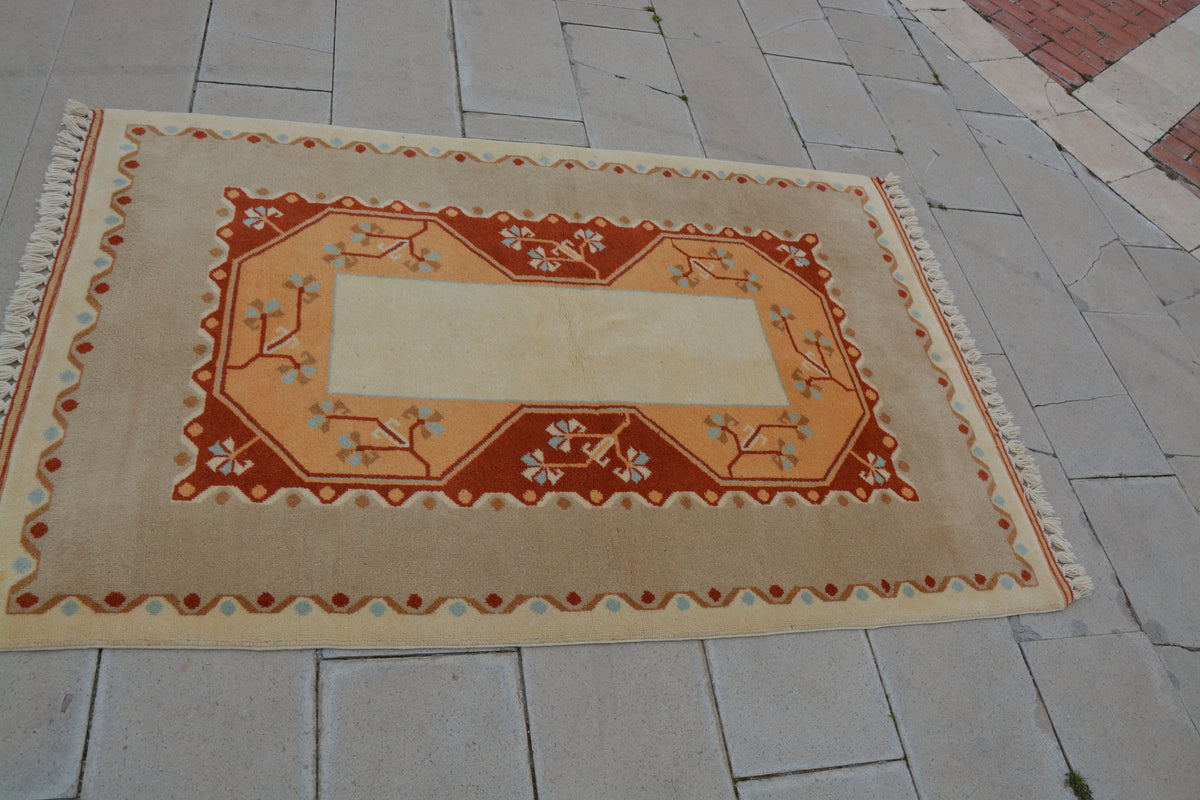 Vintage Rug, Inexpensive Area Rugs, Colourful Turkish Rugs, Furry Rugs, Designer Rugs, Buy Rugs, Rug Hooking,            4 x 6  Feet AG1041