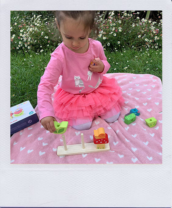 Klaudia and her Daughter Reviews the Le Toy Van Stacking Garden