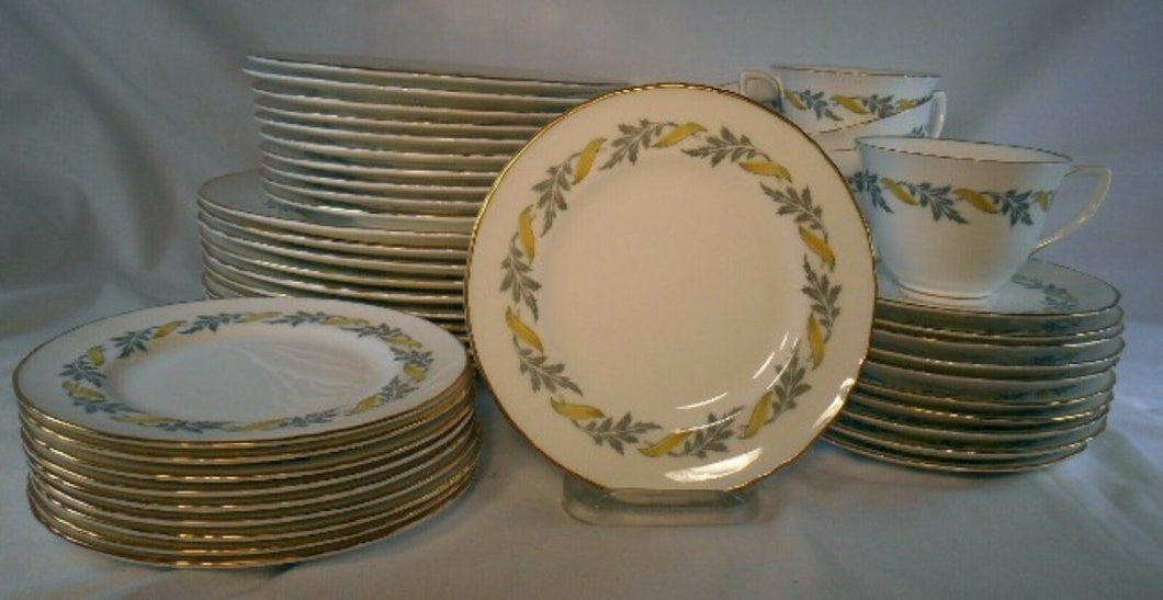 ROYAL WORCESTER china PRINCESS ANN Z2626/2 pattern 49-pc SET SERVICE for 10