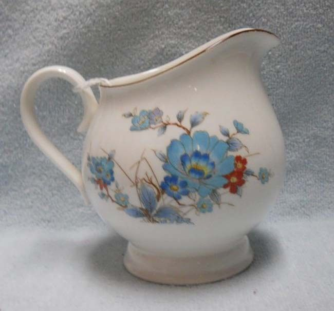 NORITAKE china BLEUFLEUR pattern Creamer, Cream Pitcher or Jug - 3-7/8