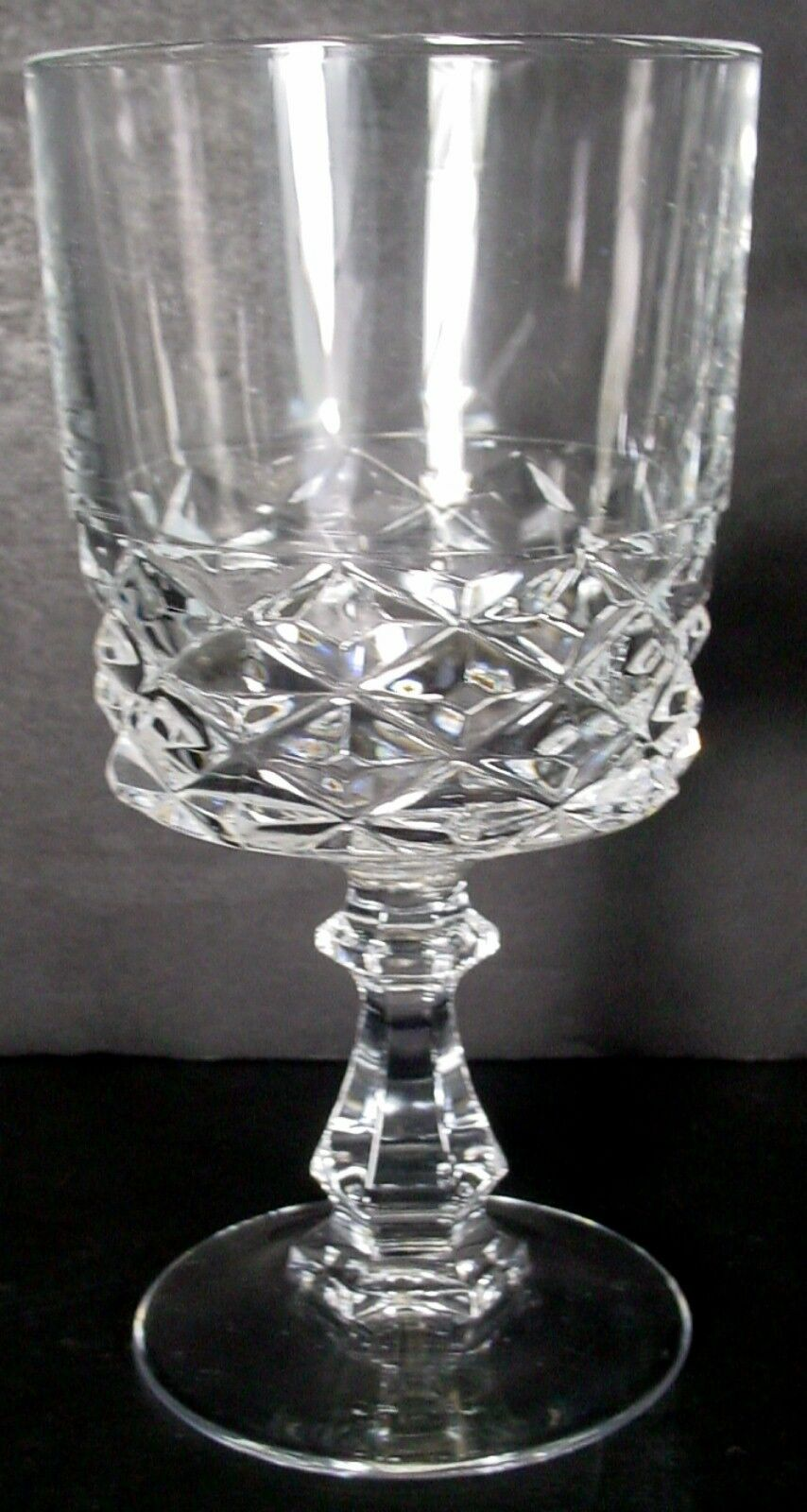 CRISTAL D'ARQUES Durand crystal DIAMOND pattern WINE GLASS 5-1/4