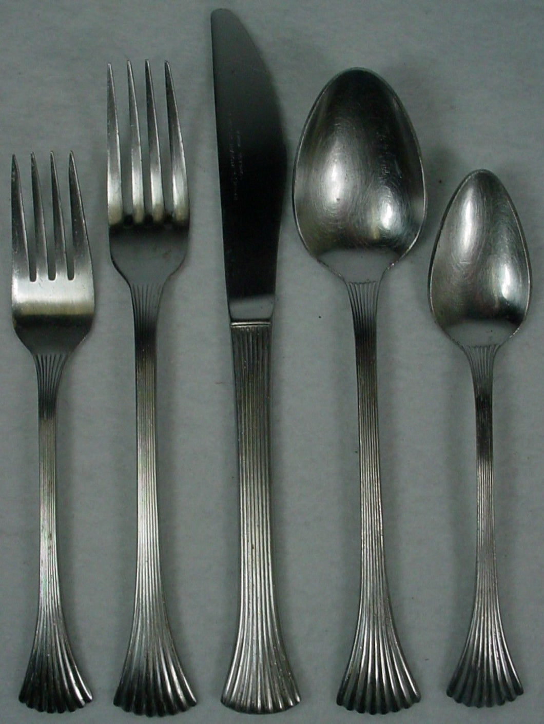 REED & BARTON silver BRETTON WOODS - SHELL stainless 5-pc PLACE SETTING