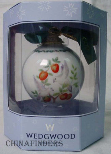 WEDGWOOD 12 DAYS OF CHRISTMAS 2 TURTLE DOVES BALL Ornam