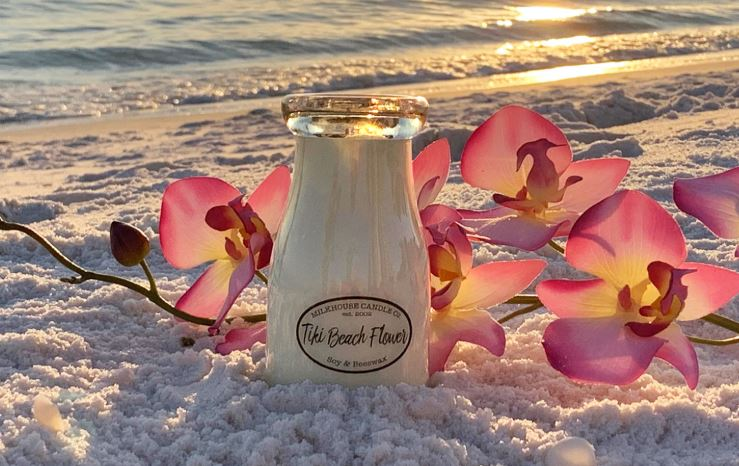 Tiki Beach Flower Candle (8oz)