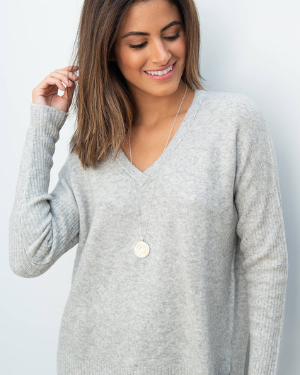 101 V neck knit in grey