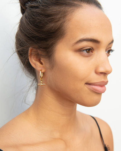 TS Medium gold T Bar earrings