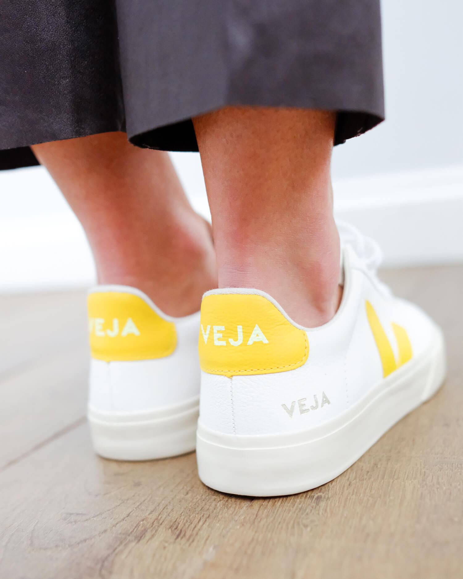 VEJA Campo leather in extra white tonic