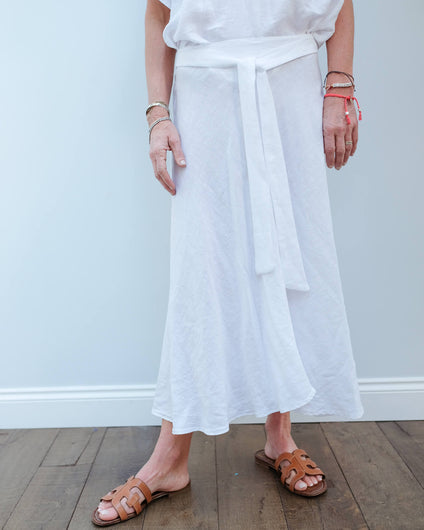 V Raleigh skirt in white