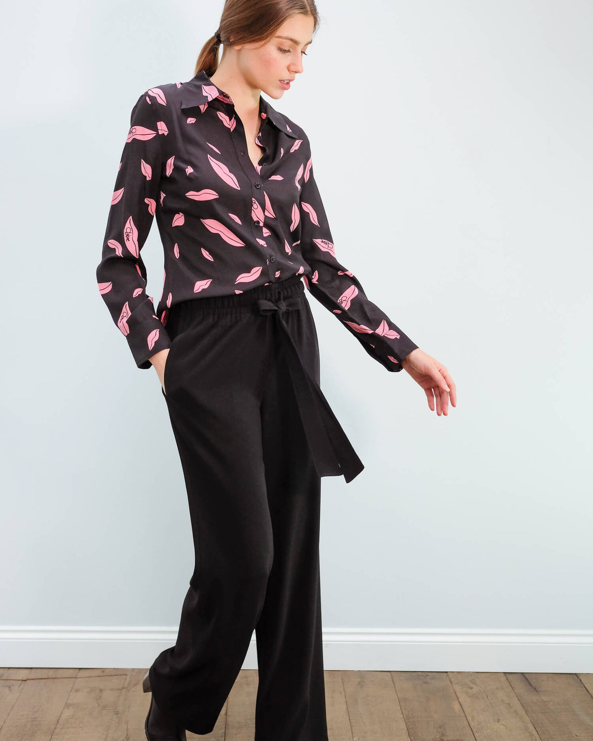 DVF Samson top in falling lips black