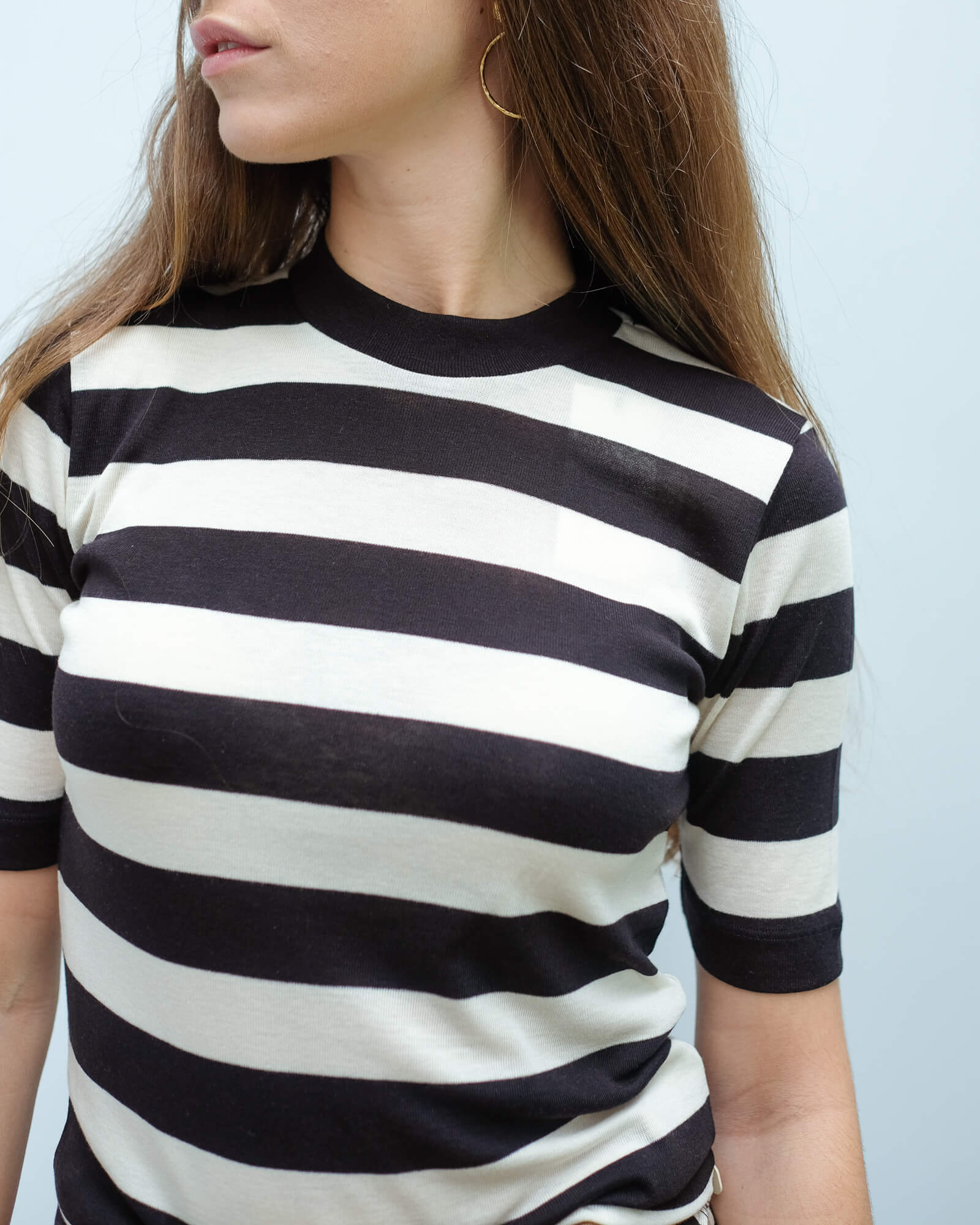 AB 150704 High neck fitted stripe tee in black