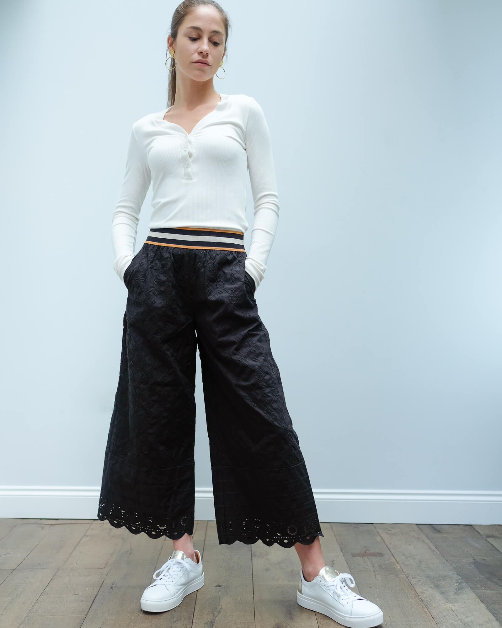 AB 151252 Broderie pants with sporty elastic in black