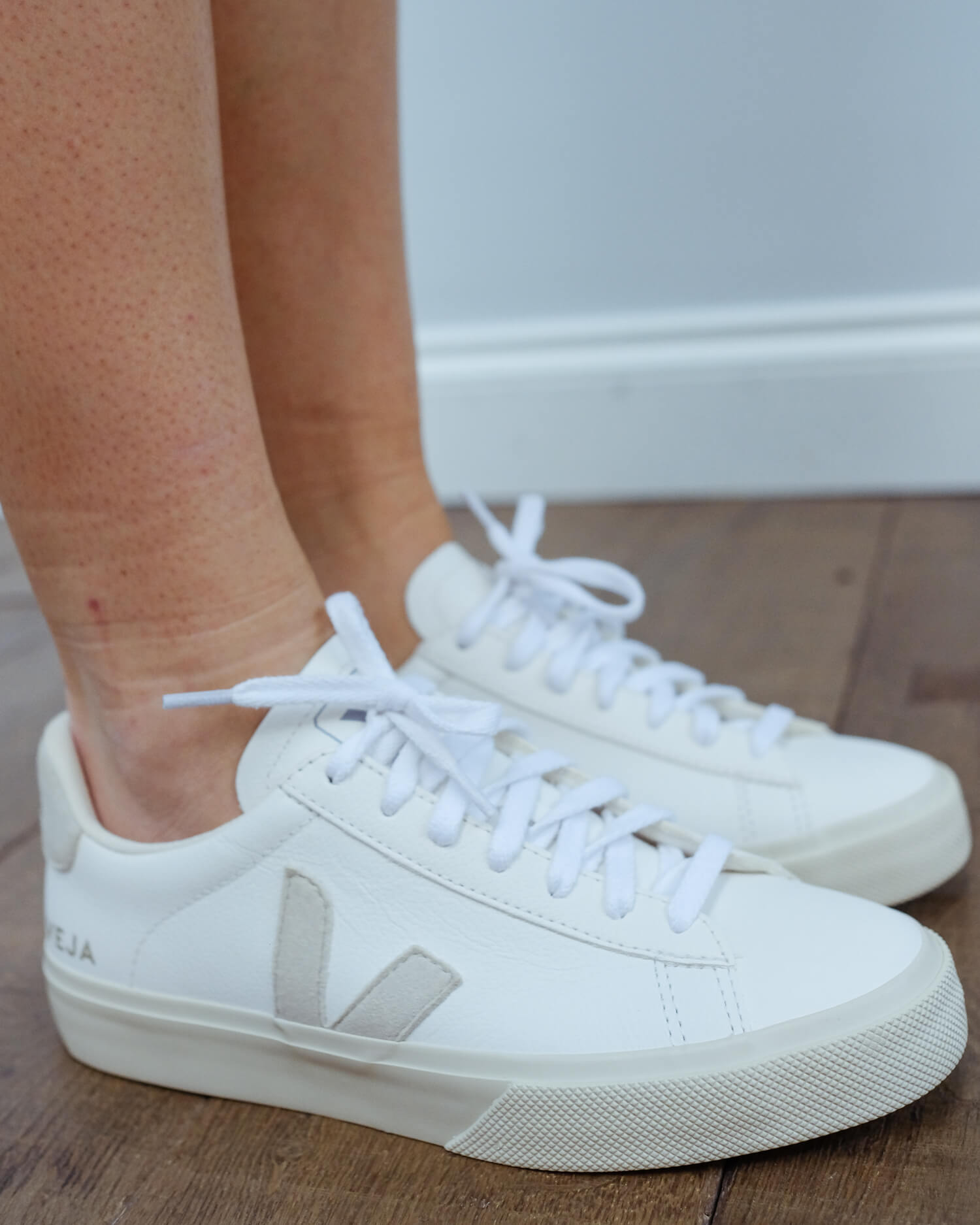 VEJA Campo leather in white natural