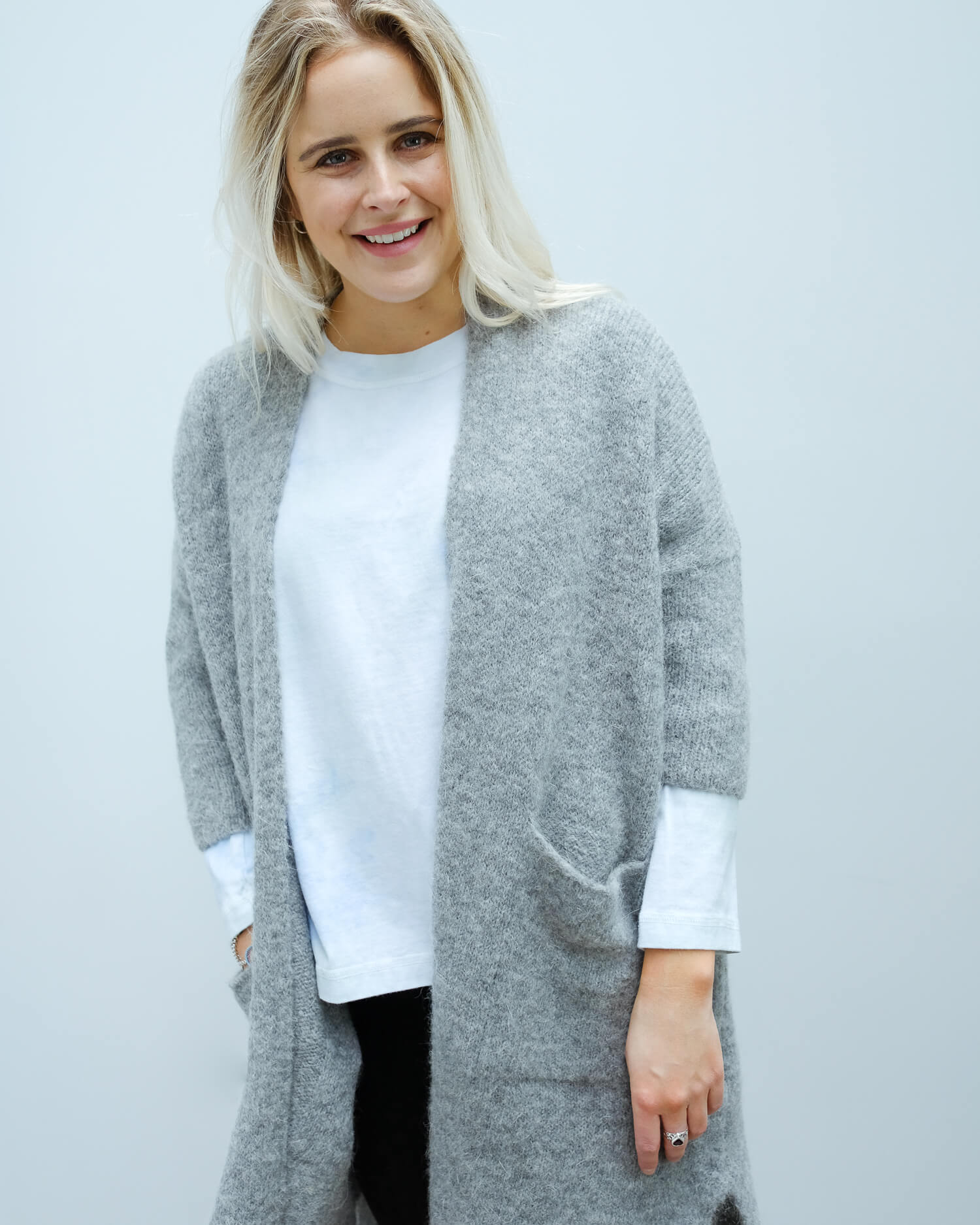 AV VAC267 Long cardi in grey chine