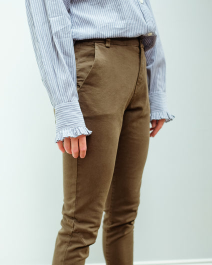 IVY Karmey Chino in Army