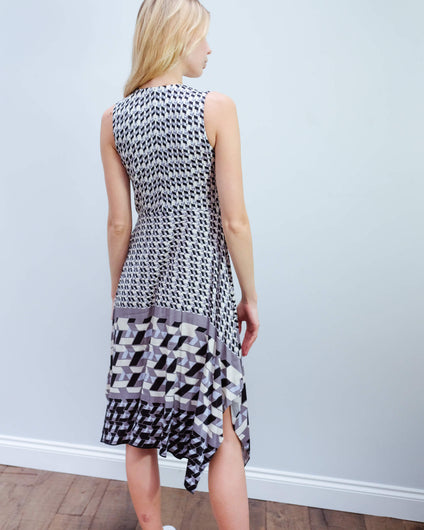 HB 6789 SL graphic print dress in black and white