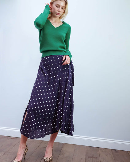 V olive skirt in polka dot