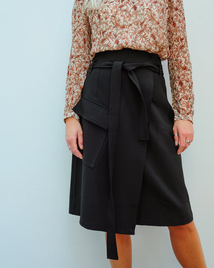 LOR Brief Skirt in Black