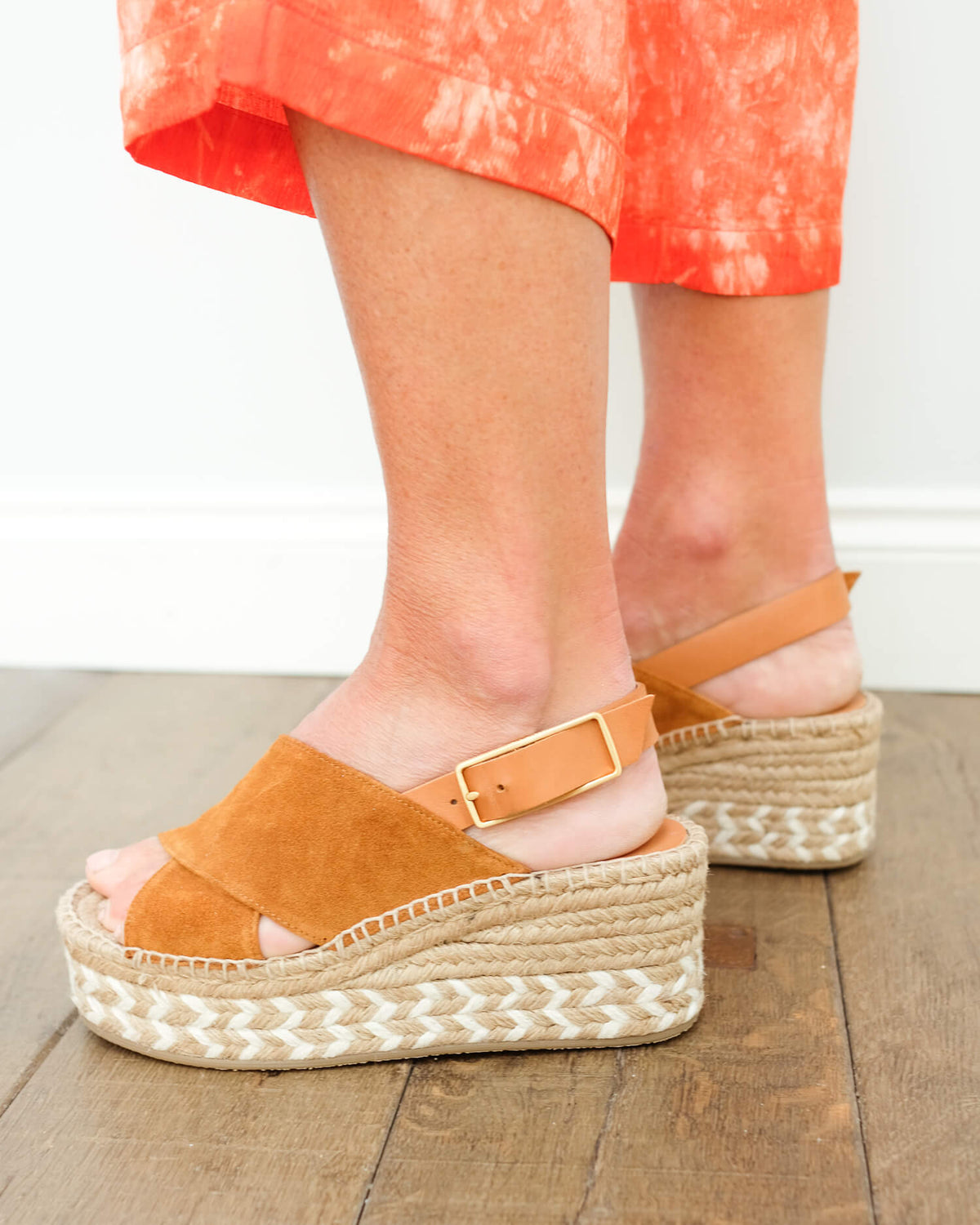 R&B Tari wedge in tobacco