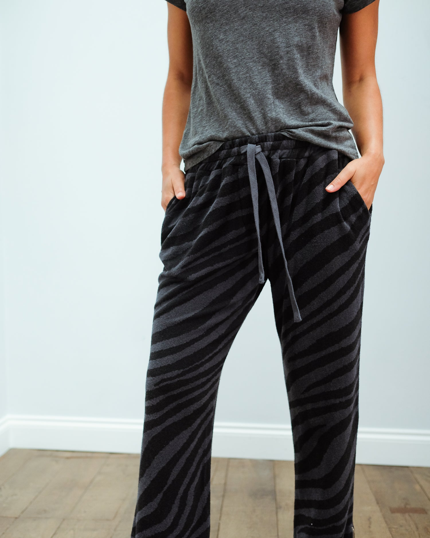 JU Zebra terry joggers in charcoal