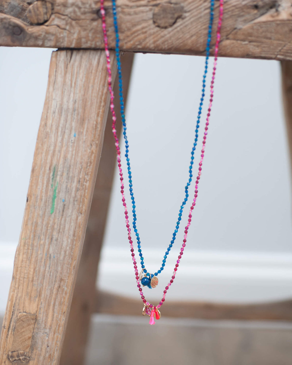 2250 Long necklace with charms and tassels in pink