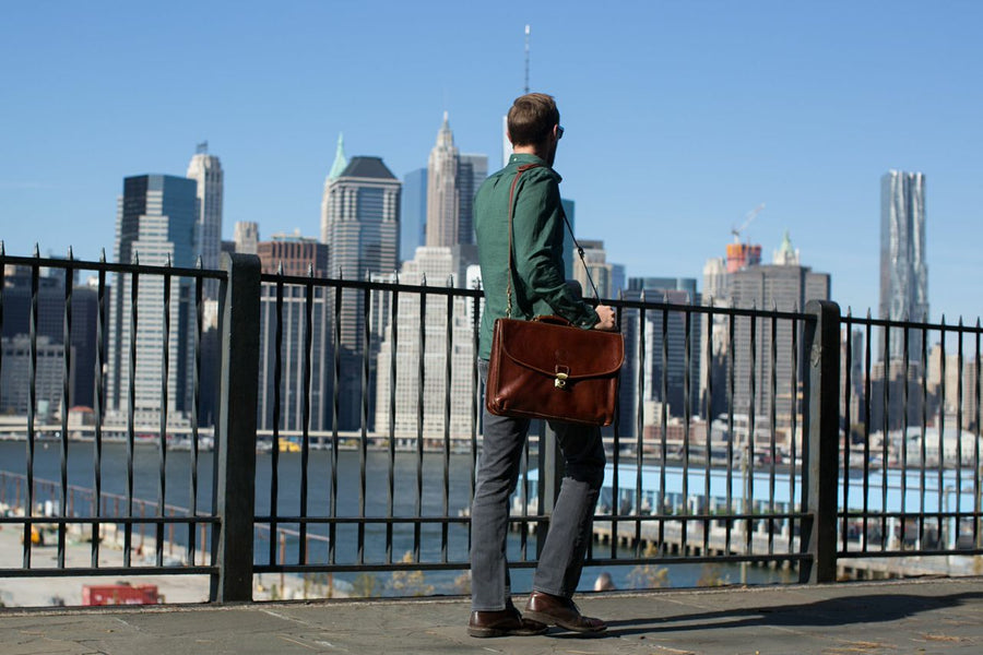 How to Determine the Quality of a Leather Briefcase