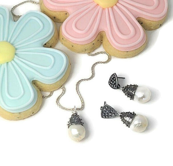 Mother's Day Jewelry & Cookie Gift Box