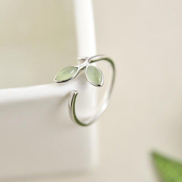 New Elegant Sterling Silver Ring With Green Stone Leaves